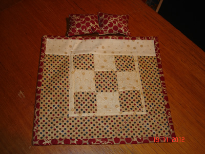 red-&-beige-double-quilt-+-pillows.jpg