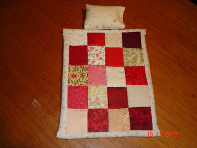 red-single-quilt-+-1-pillow.jpg